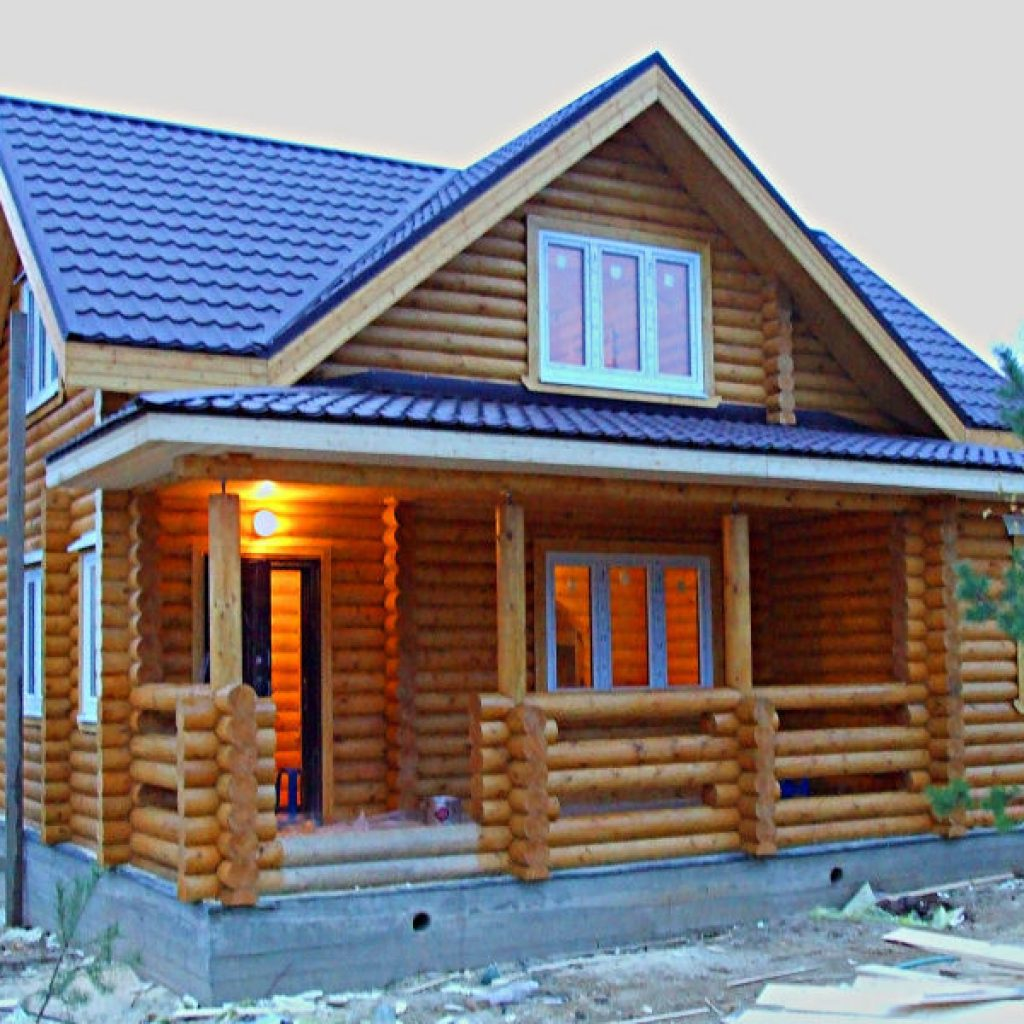 Дом с мансардой и террасой из бревна фото 6