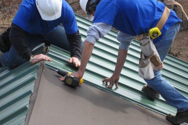 Как покрыть старую крышу профлистом своими руками