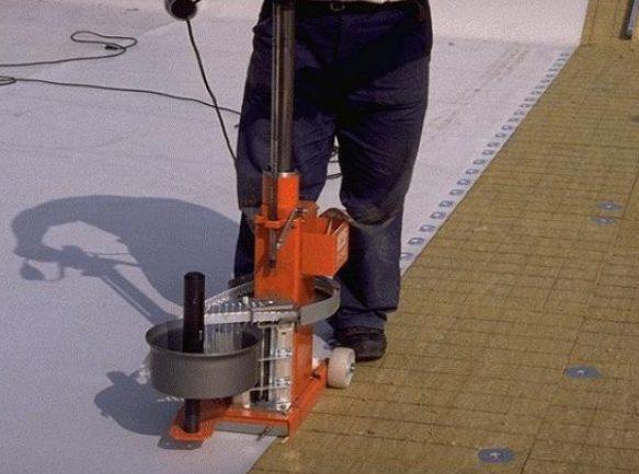 монтирование ПВХ мембраны на крыше