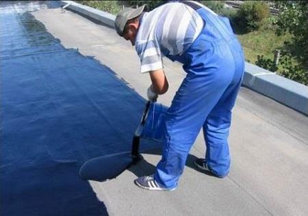 Заливка крыши мастикой