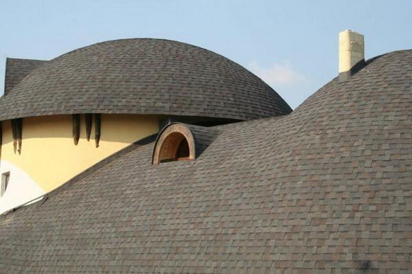 Крыша сложной конструкции из мягкой черепицы