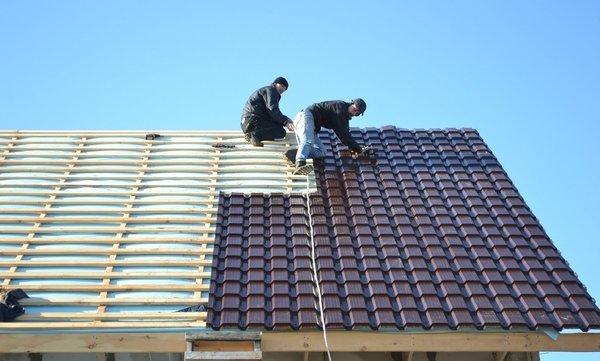 Монтаж металлочерепицы Каскад на крышу дома