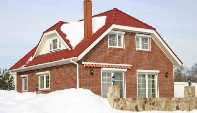 Полувальмовая крыша с мансардой