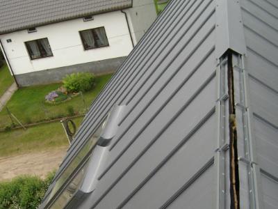 Установка конька на крышу