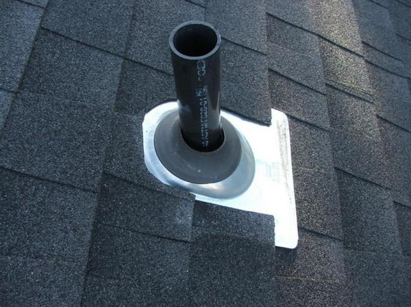 Выход вентиляционной трубы на крыше