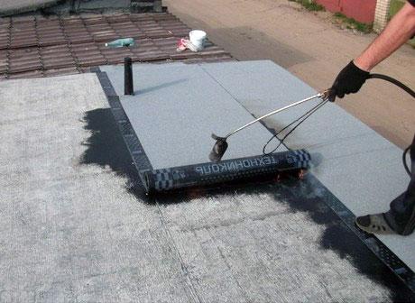 Ремонт крыши гаража рулонным покрытием Технониколь