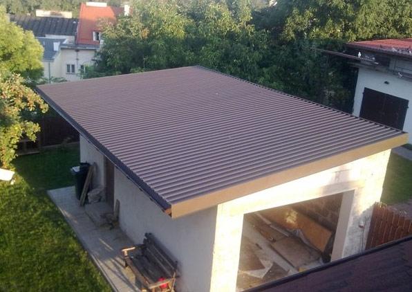 Гараж с односкатной крышей из профнастила