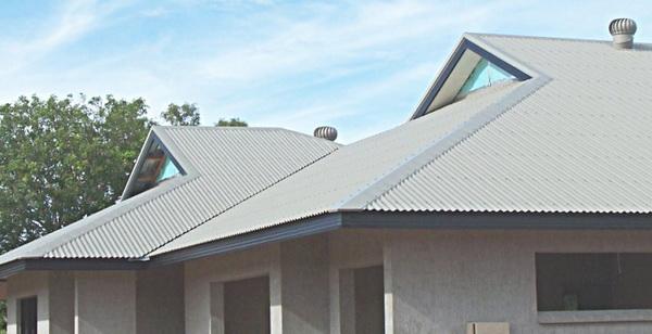 Крыша коттеджа покрытая шифером