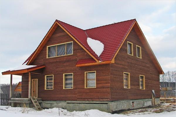 Деревянный дом с многощипцовой кровлей