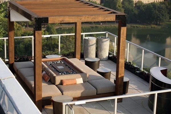 Терраса с навесом на крыше дома