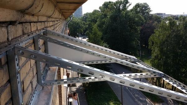 Монтаж независимой крыши над балконом