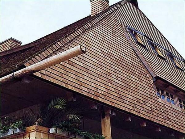 Частный дом с крышей из дранки в Финляндии