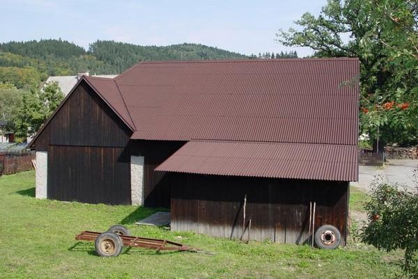 Частный дом с крышей из ондулина