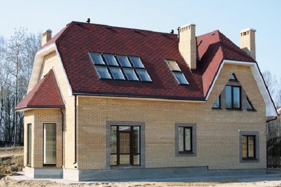 Коттедж с мансардной крышей вальмового типа
