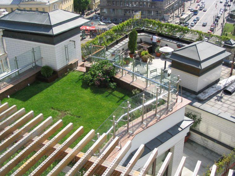 Летний сад на крыше с инверсионной кровлей