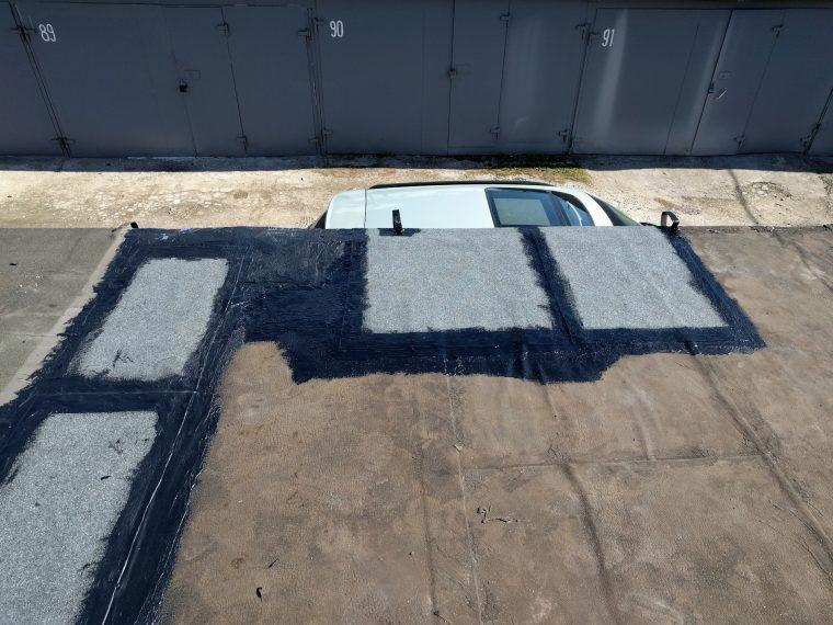 Заплатки из рубероида на крыше гаража