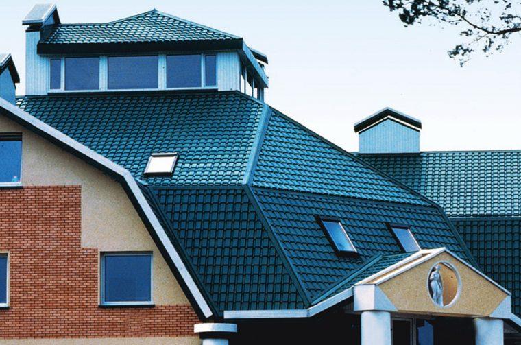 Внешний вид крыши покрытой металлочерепицей