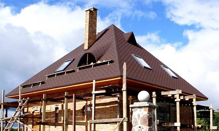 Дом с четырехскатной шатровой крышей