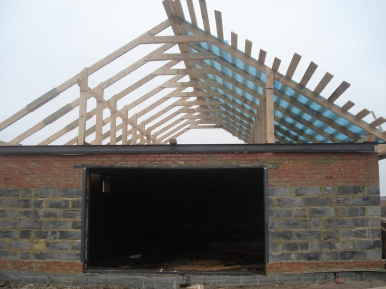 Устройство гидроизоляции двускатной крыши гаража