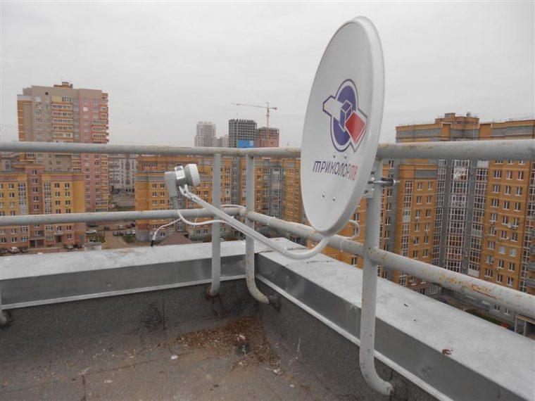 Установка спутниковой антенны на крыше многоквартирного дома