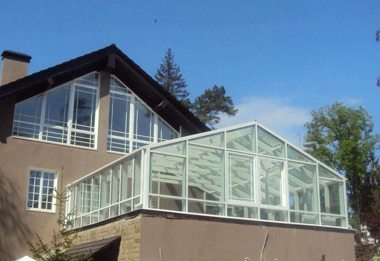 Оранжерея на крыше коттеджа