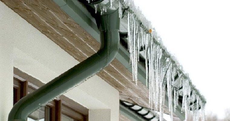 Обледенение водостоков на крыше