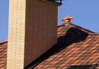 Чем лучше заделать щель между трубой и крышей?