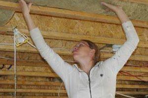 Как и чем лучше утеплить крышу в частном доме своими руками?
