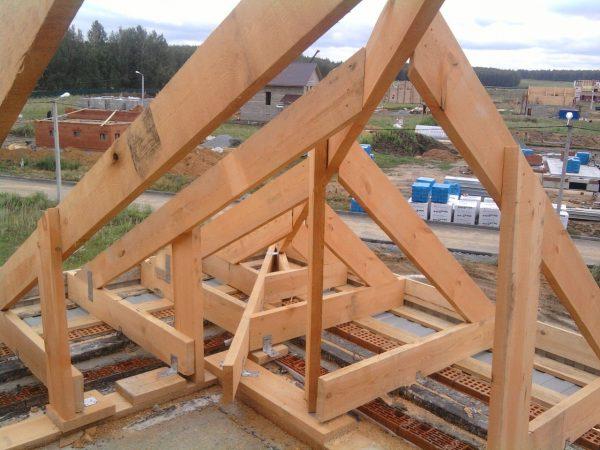 монтаж четырехскатной крыши своими руками