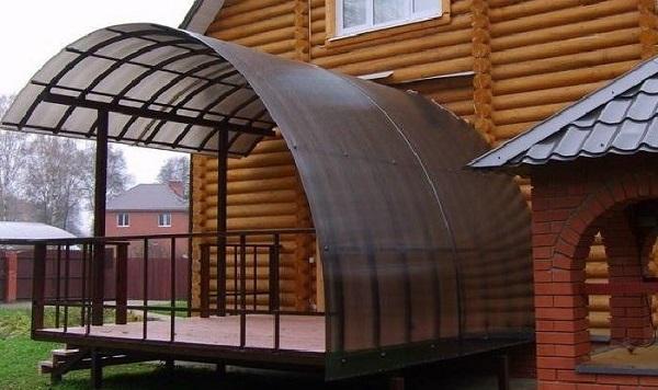 Строительство крыши из поликарбоната