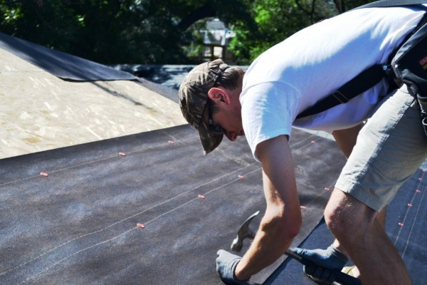 Способы укладки рубероида на крышу
