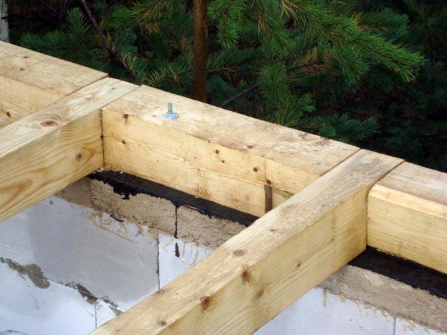 Мауэрлат из бруса для крыши дома