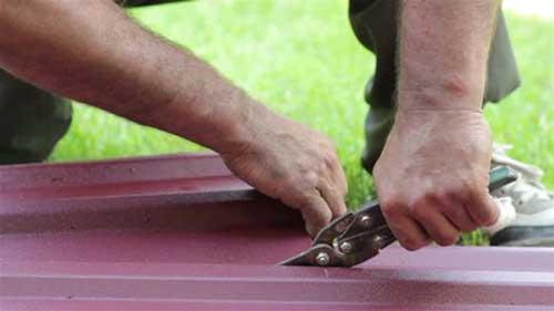 Чем резать металлочерепицу
