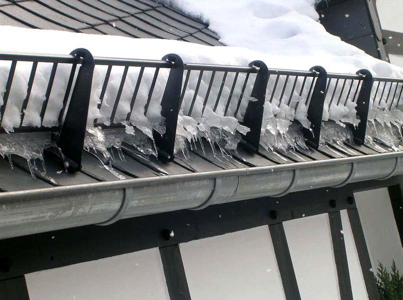 Снегозадержатели на крышу из профлиста: как установить?