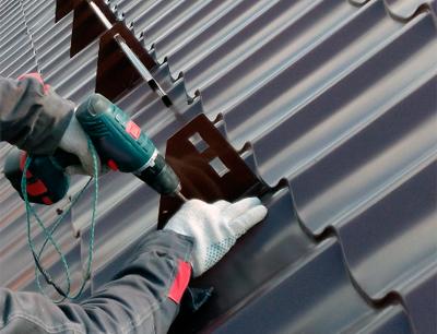 Установка снегозадержателей на крышу из металлочерепицы