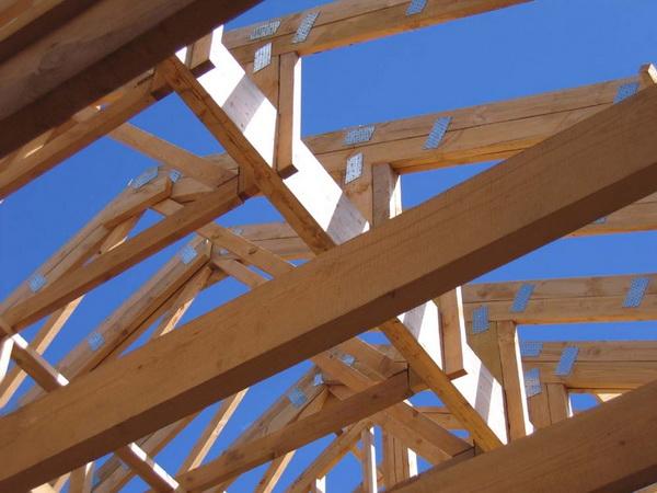 Потолочные балки деревянного дома