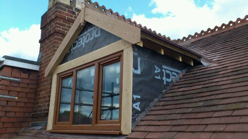 Окно-дормер на мансардной крыше загородного дома