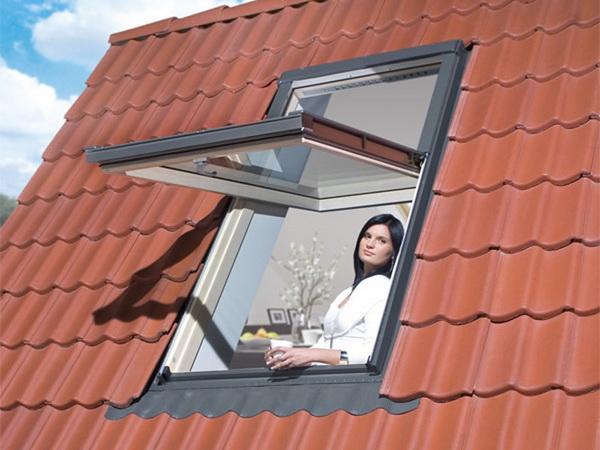 Наклонное мансардное окно