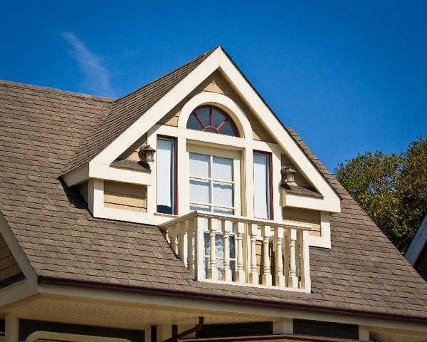 Мансардное слуховое окно с балконом