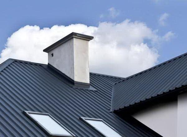 Вывод дымохода через крышу из профнастила