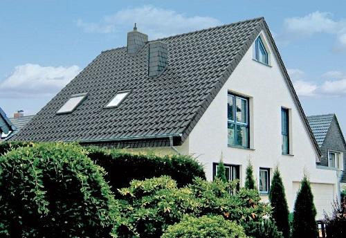 Частный дом с большим уклоном крыши