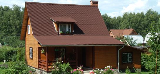 Загородный дом с крышей из ондулина