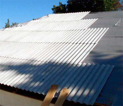 Как лучше правильно класть шифер на крышу?