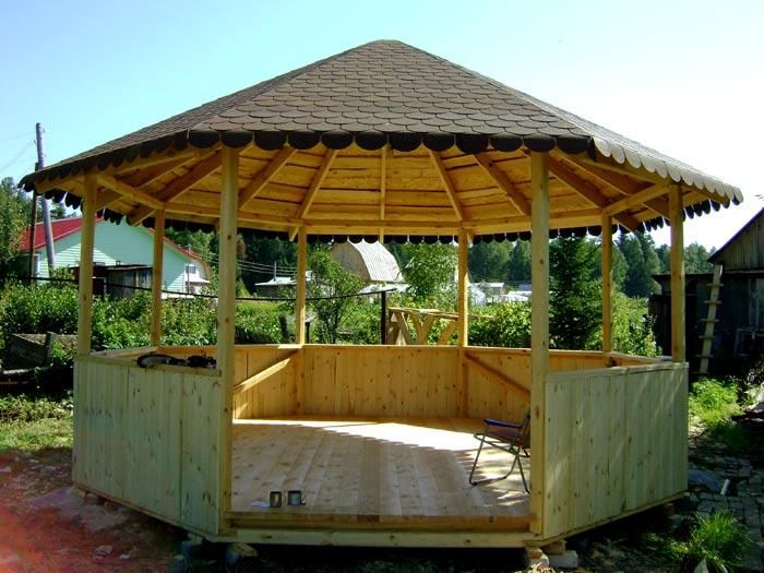 Беседка с восьмиугольной шатровой крышей