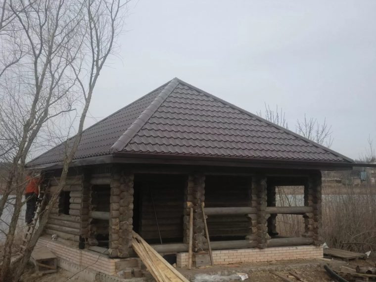 Баня с крышей шатрового типа