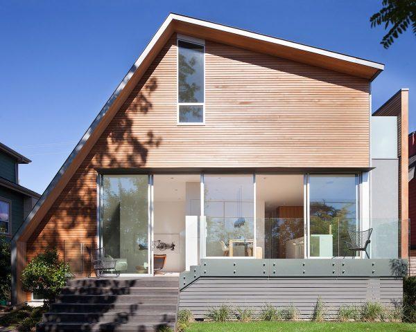 Оригинальный проект загородного дома с асимметричной кровлей