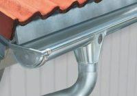 Установка металлических водостоков для крыши
