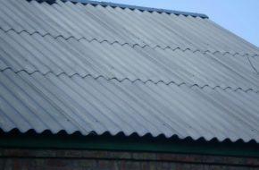Как можно заделать трещину в шифере на крыше?