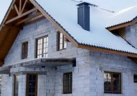 Свес крыши частного дома