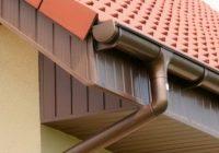 Как правильно установить водослив на крыше дома?